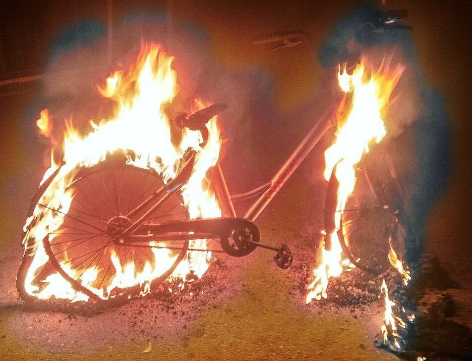 сожгли велосипед