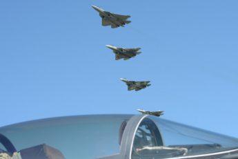 видео с шестью Су-57